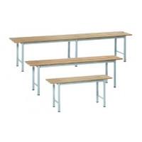 Panchina con struttura in acciaio verniciato grigio con 3 doghe in legno verniciato al naturale