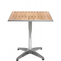 Tavolo con base in alluminio e ripiano in legno